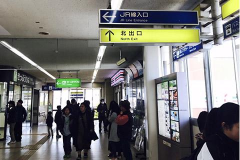 ①近江八幡駅北出口を出ます